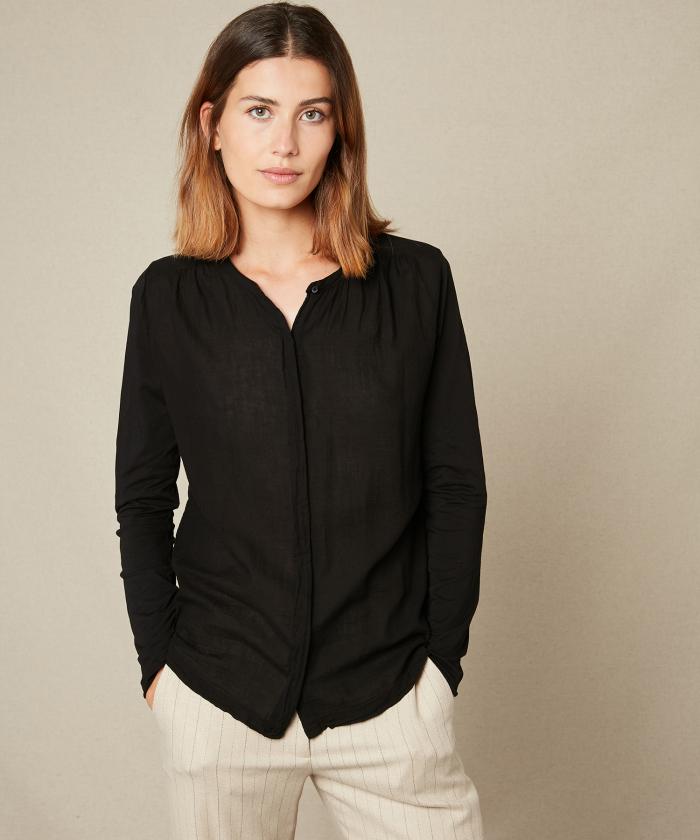 Double fabric black pleated tee-shirt