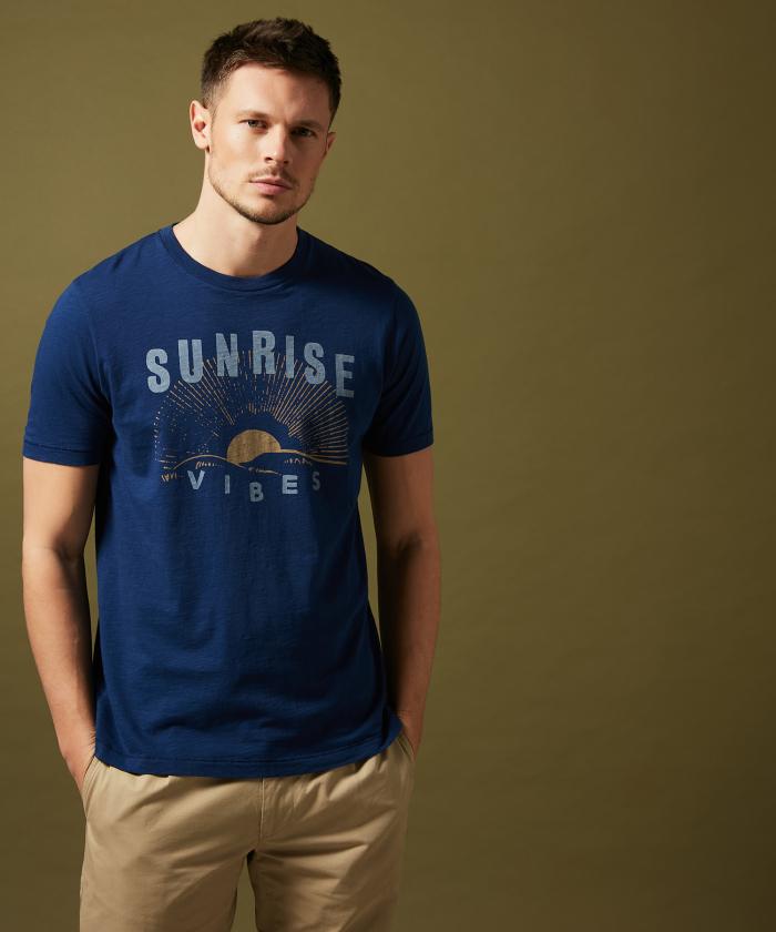 Tee-shirt bleu indigo imprimé 'Sunrise'