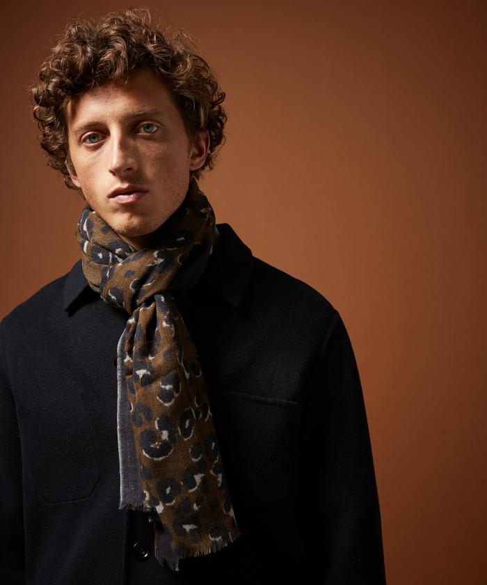 Foulard en laine léopard
