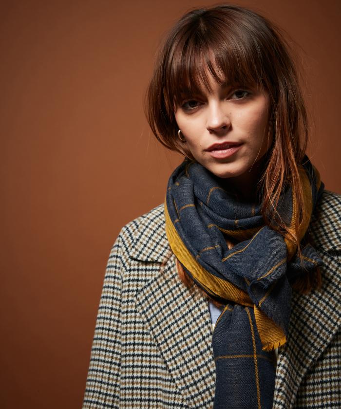Grey checks wool scarf