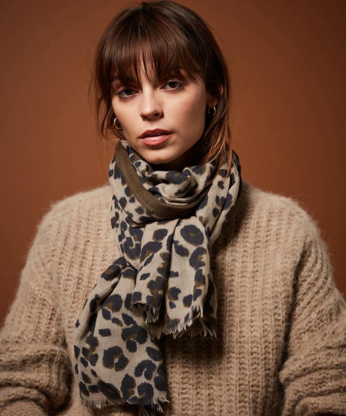 Leopard beige wool scarf