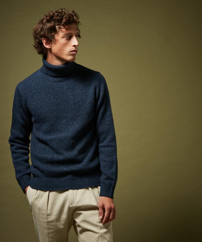 Pull col roulé en laine Donegal indigo