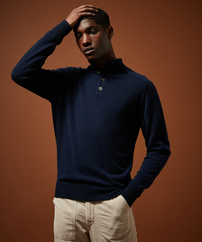 Pull col montant bleu en laine et cachemire